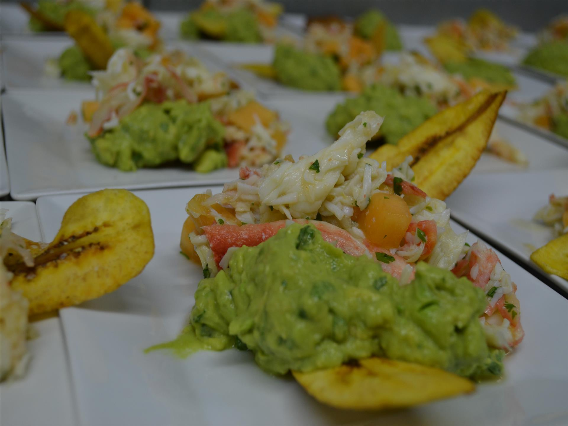 Shrimp served with fresh salad and guacamole