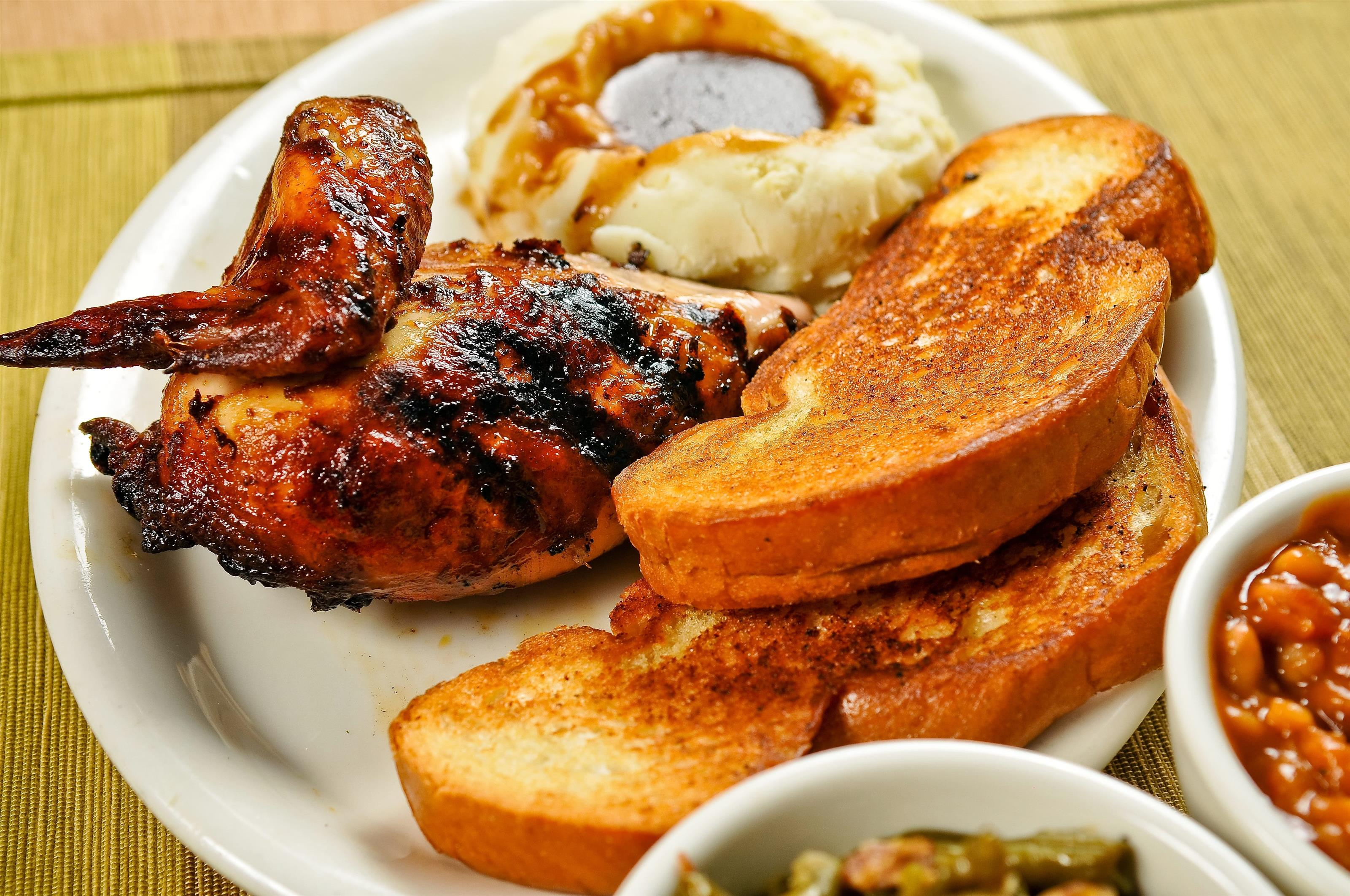baked beans, mashed potatoes with gravy, toasted bread and barbecue chicken