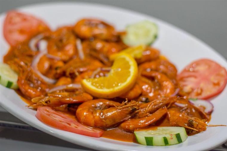 Plate of unpeeled shrimp
