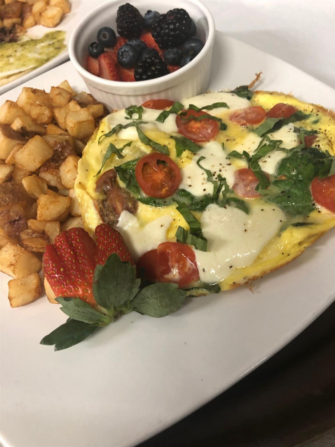 Omelete with homefries and a side of berries