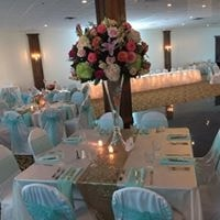 Floral Wedding centerpiece in the middle of the table