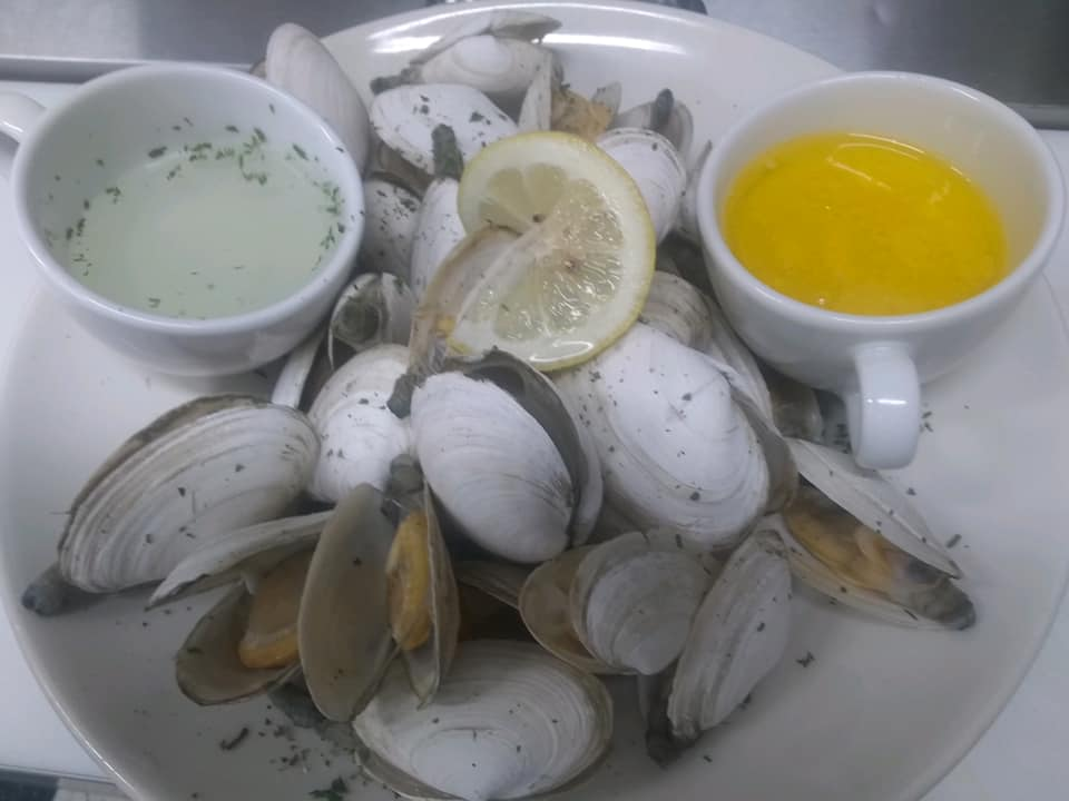 steamer clams with melted butter sauce
