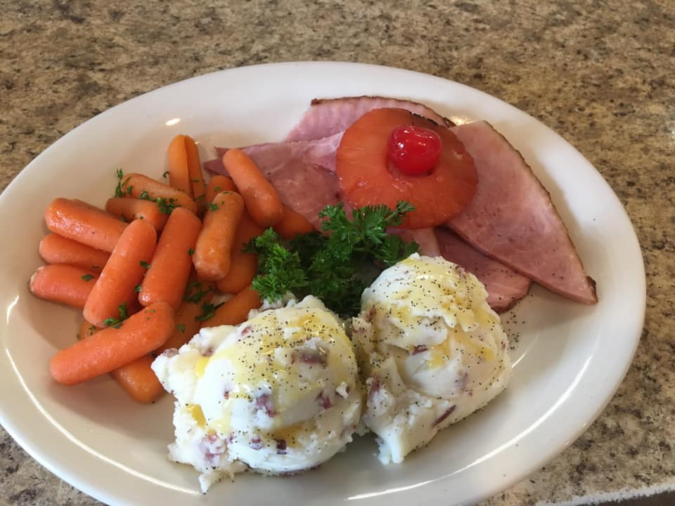 ham with mashed potatoes and carrots