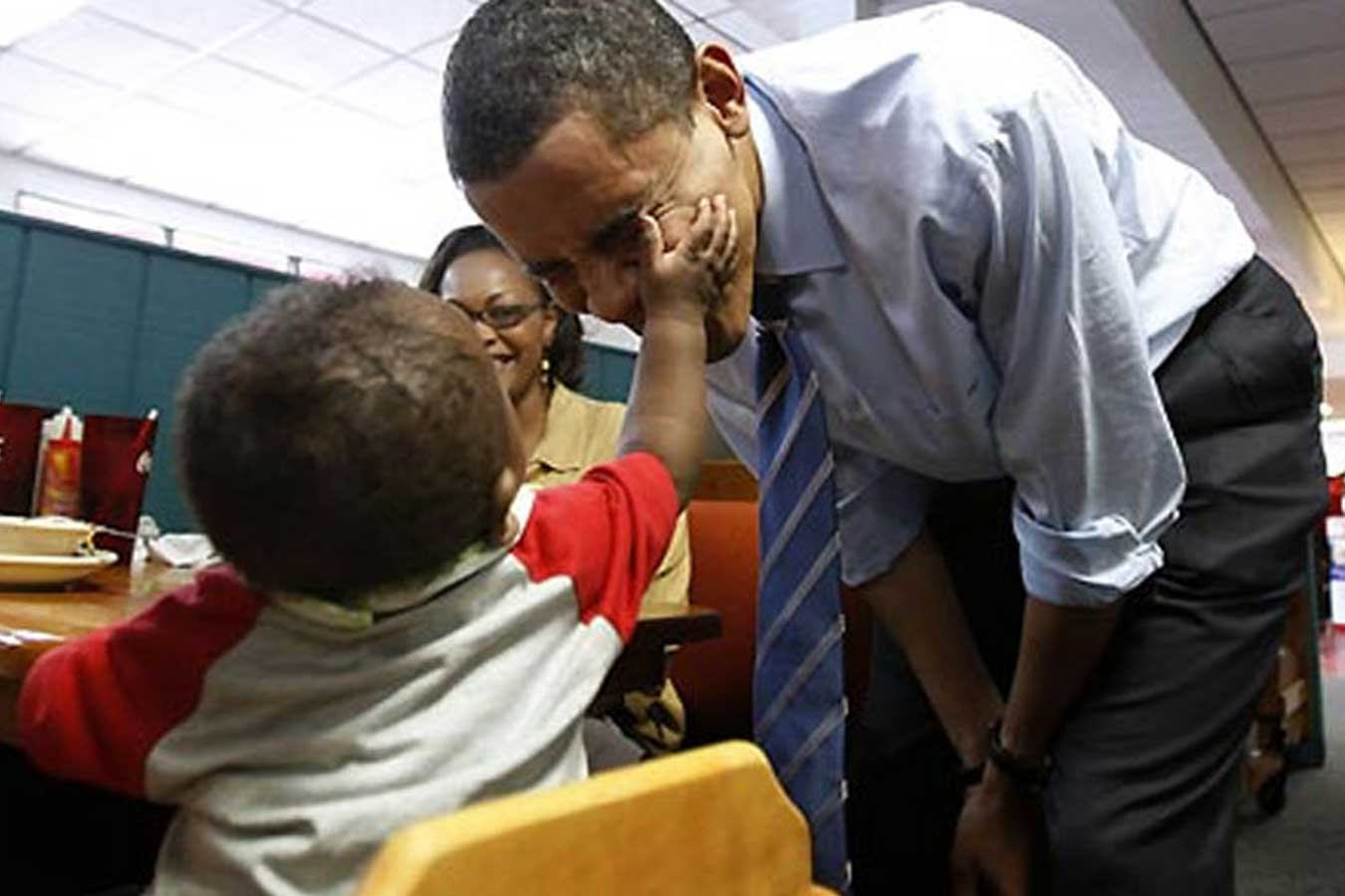 Barack Obama palying with a smal child
