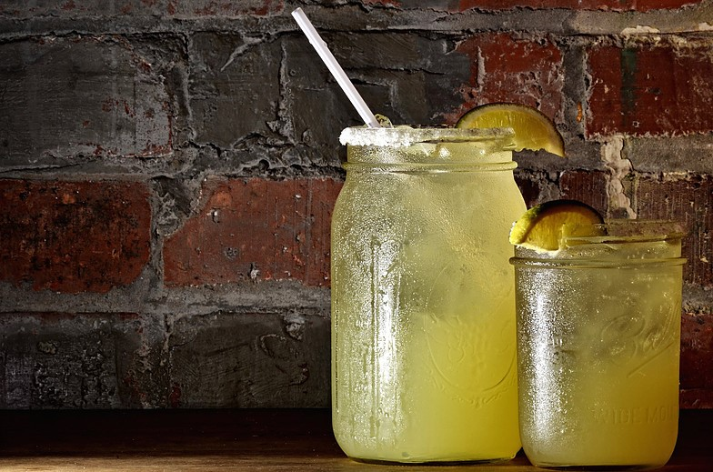 Lemonade complemented with a lime slice