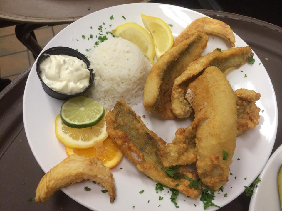 fried fish with rice and tarter sauce
