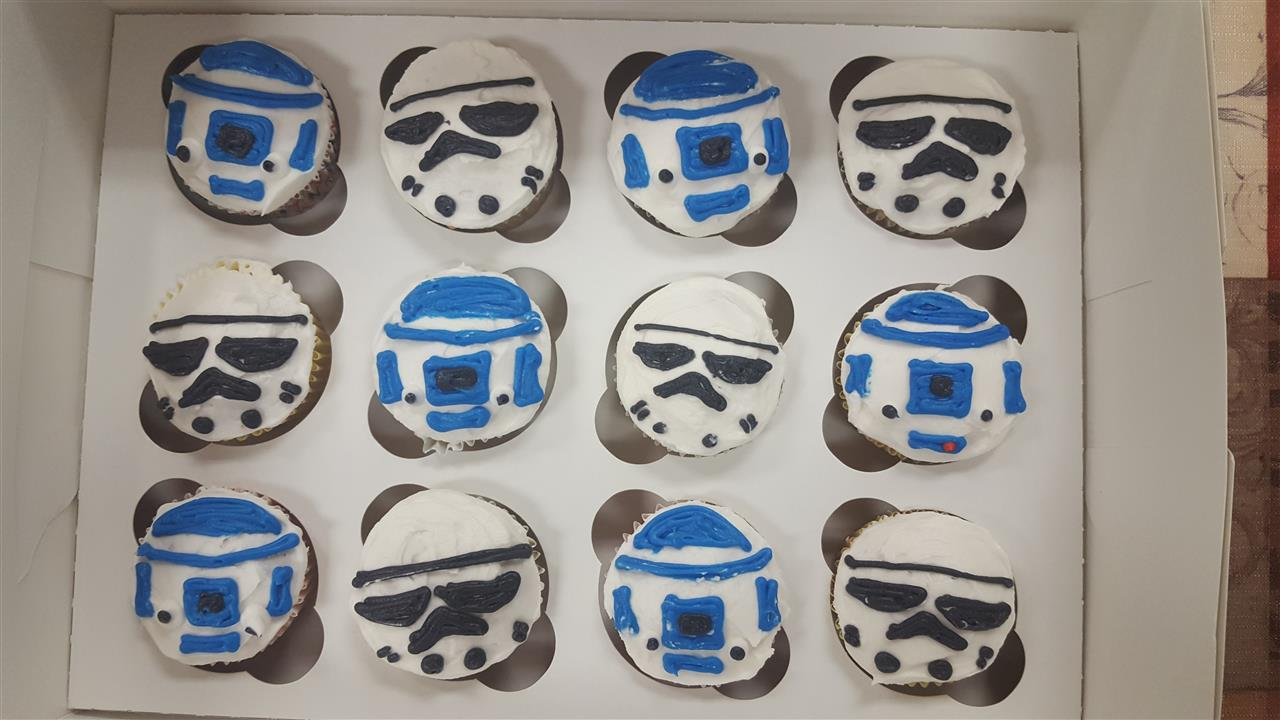 frosted cupcakes that resemble R2 D2 and storm troopers from star wars
