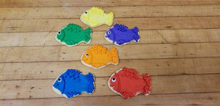 six cookies decorated and shaped as fish