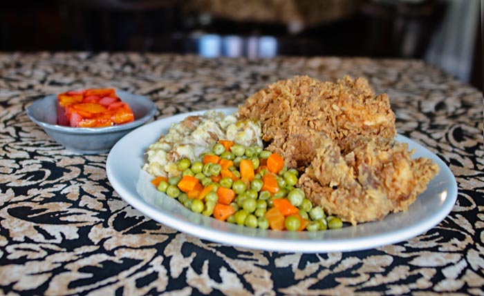 fried chicken with carrots and peas with mashed potatoes