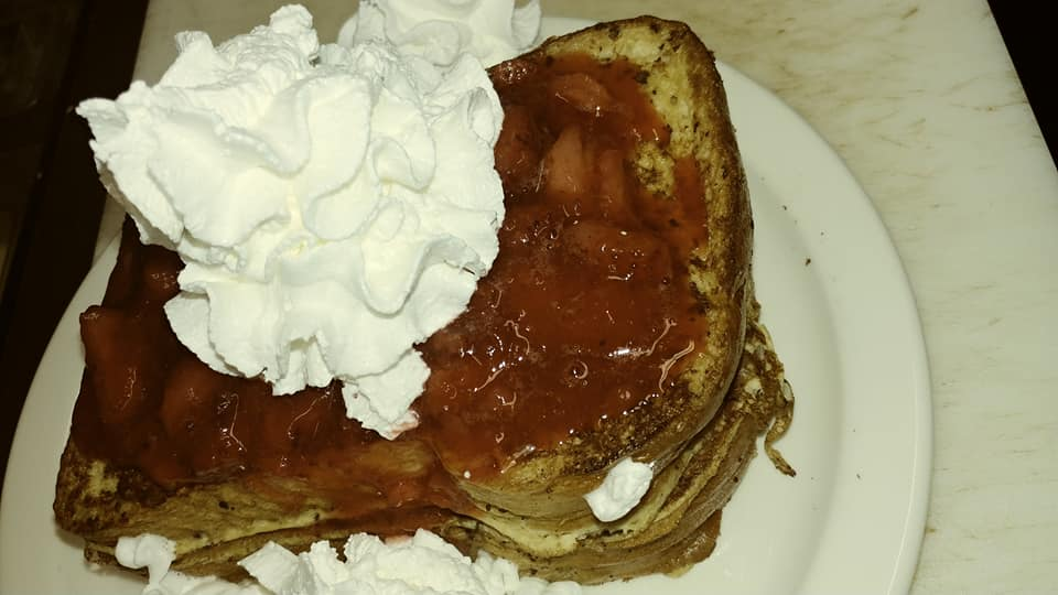 Pancakes topped with marmelade and cream