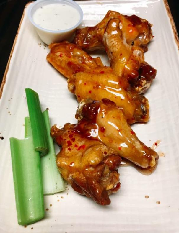 thai chicken wings with dipping sauce