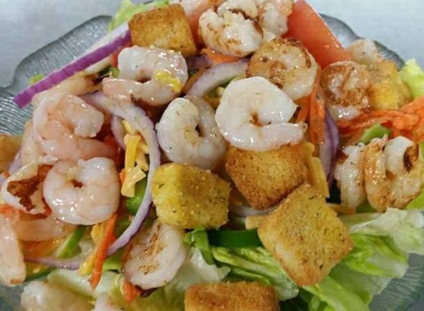 Salad with croutons and shrimp