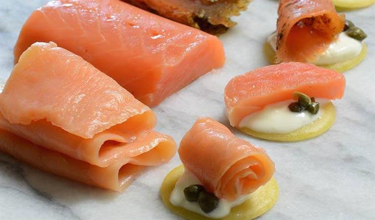 Sliced salmon with capers