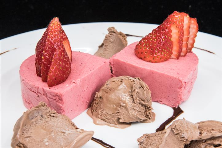 Strawberry Mouse with chocolate ice cream