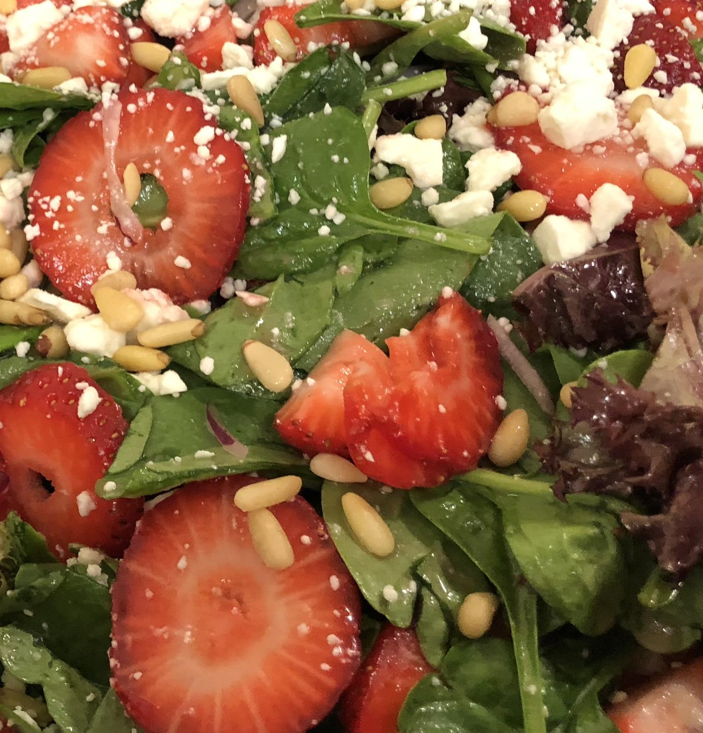 strawberry salad with pine nuts and goat cheese