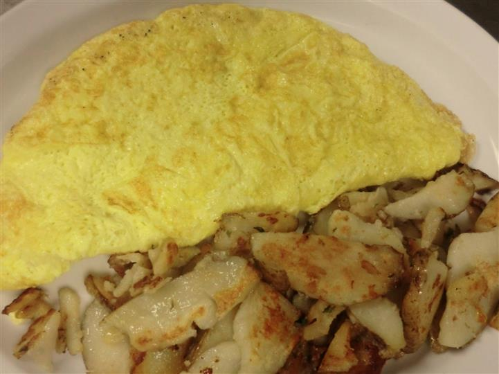 A plain omelet served with potatoes