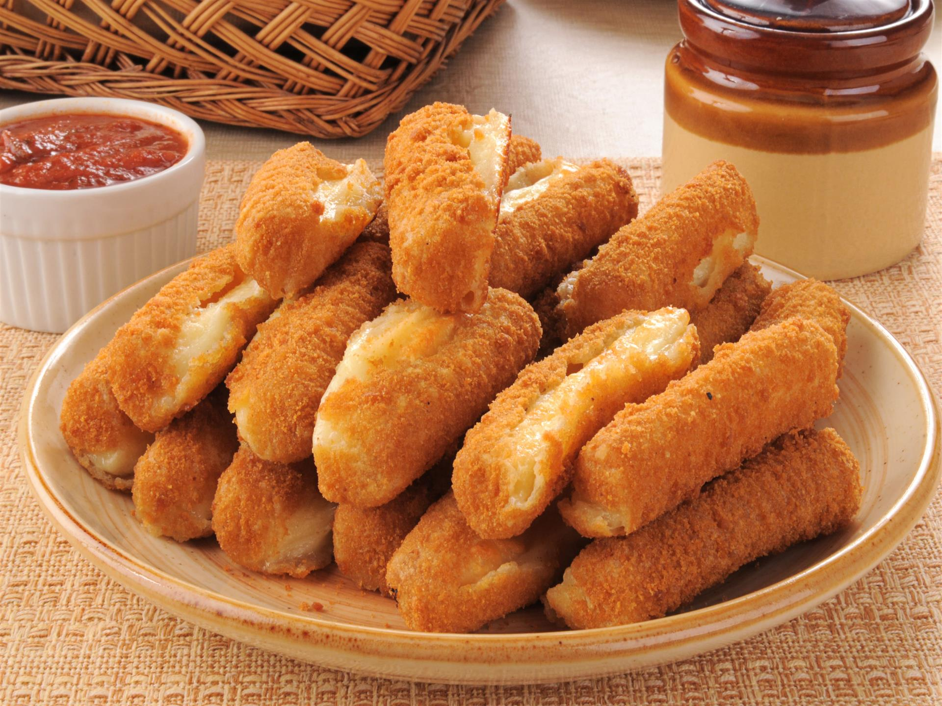 Mozzarella sticks with marinara