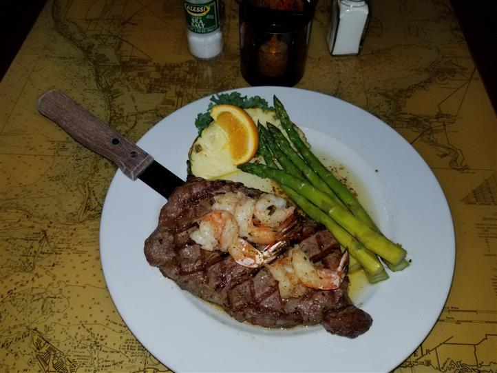 steak and shrimp with asparagus