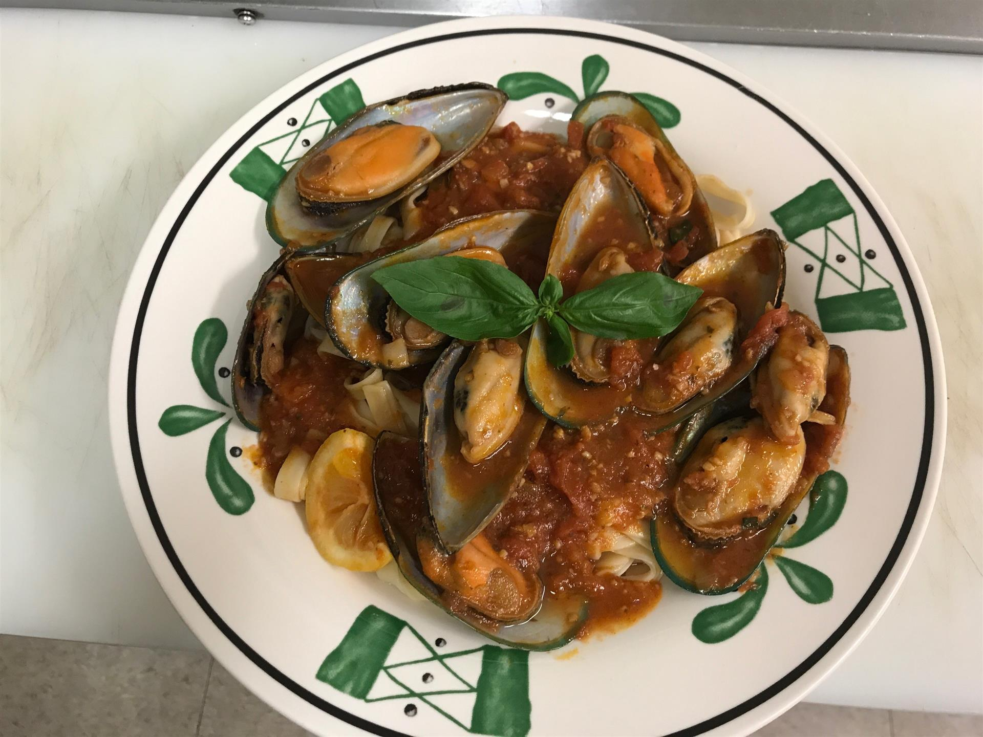 mussels with pasta and red sauce