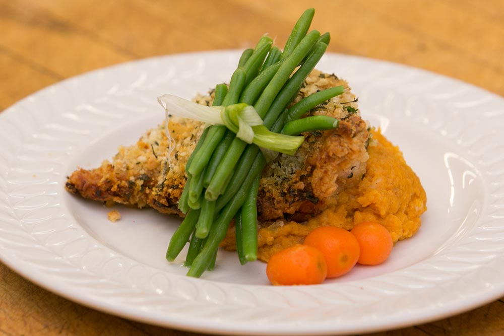 breaded chicken with green beans and mashed sweet potatoes