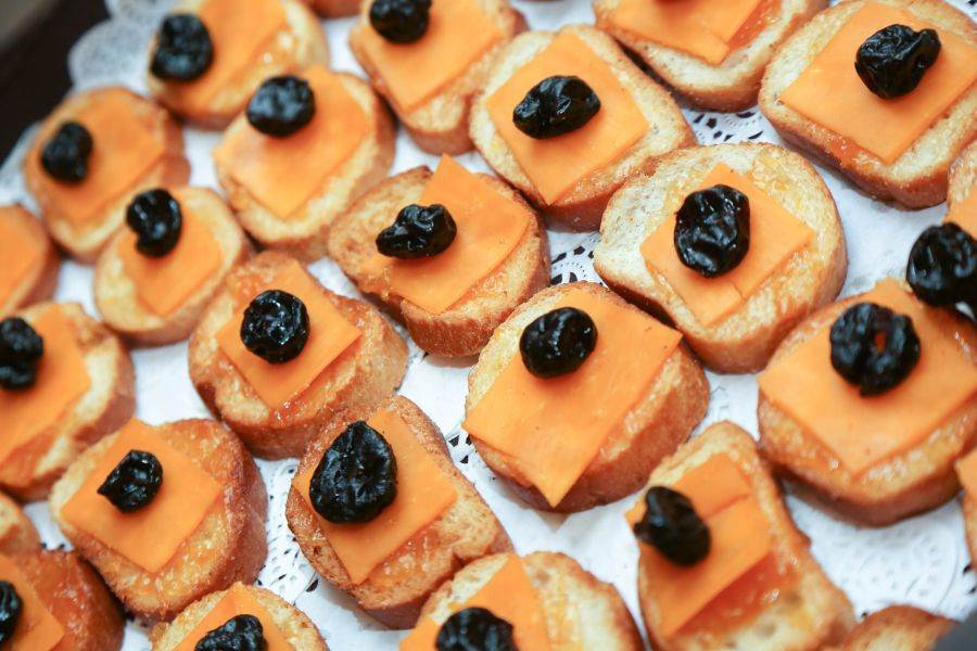 bread rounds topped with cheese and dried fruit