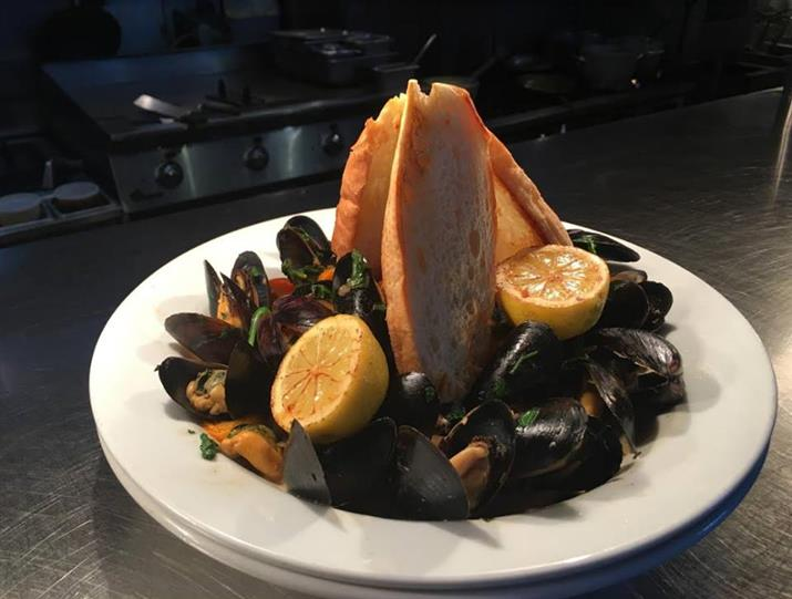 platter of steamed mussels and break
