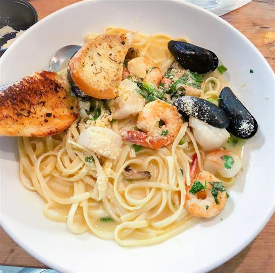 pasta with shrimp, mussels, and garlic bread