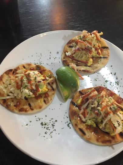 flatbread appetizers with chicken and sauce