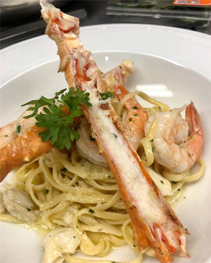 spaghetti with crab legs and shrimp