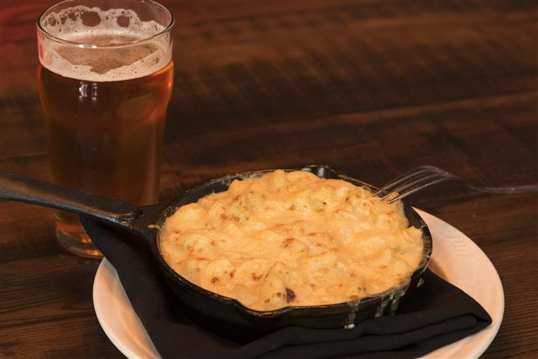 pint of beer and mac and cheese skillet
