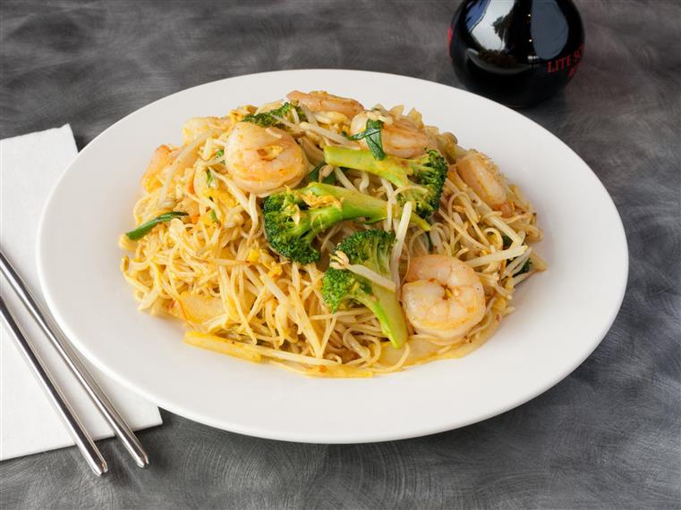 Shrimp and broccoli over noodles with daikon