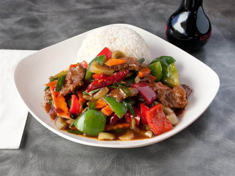 Beef with peppers, carrots, rice in bowl
