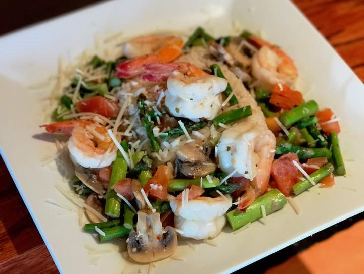 Asparagus salad with shrimp, tomatoes, mushrooms, and parmesan cheese sprinkled on top