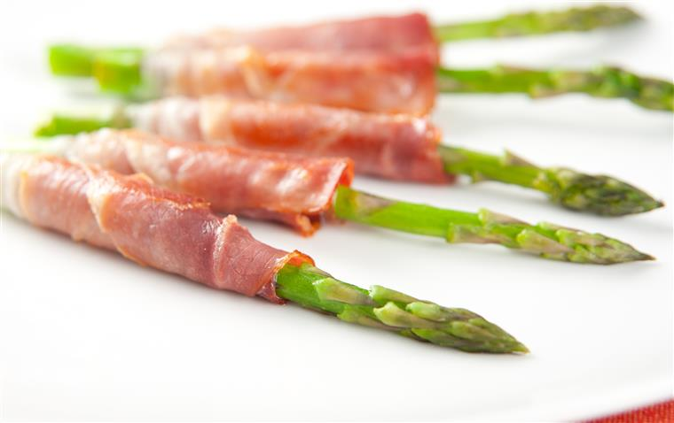 Prosciutto Wrapped Asparagus Spears