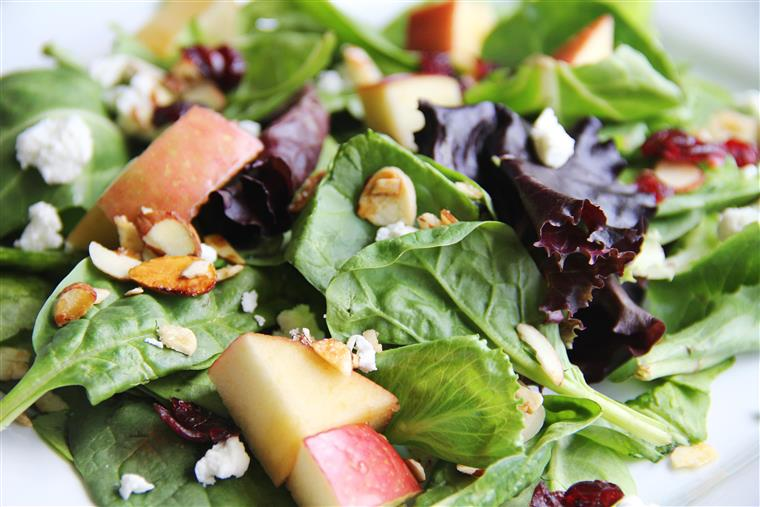 Spinach Salad with Apples, Almonds and Goat Cheese