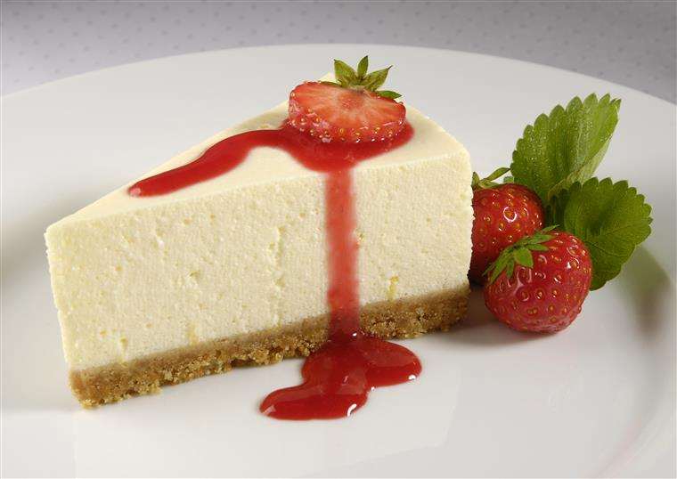 New York style cheescake with strawberries