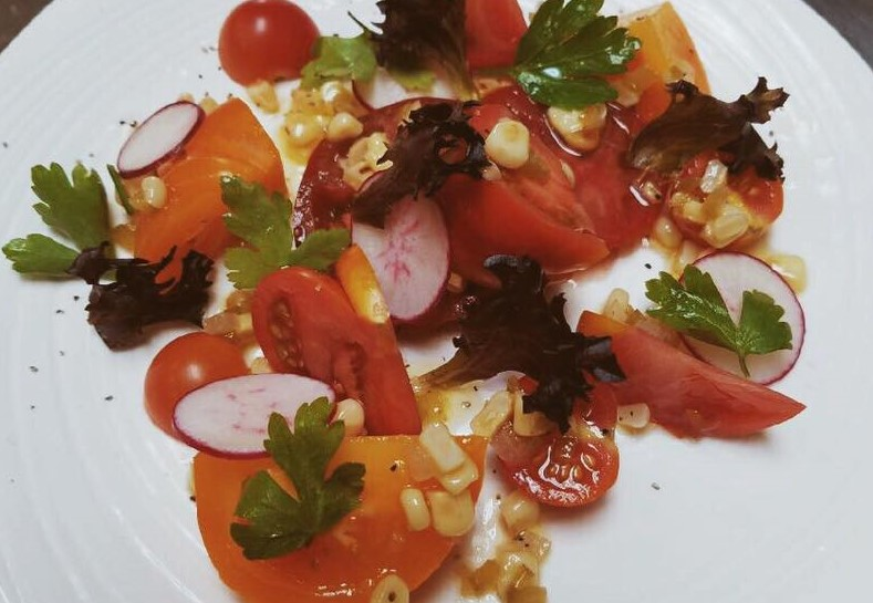 salad with tomatoes and sliced beets