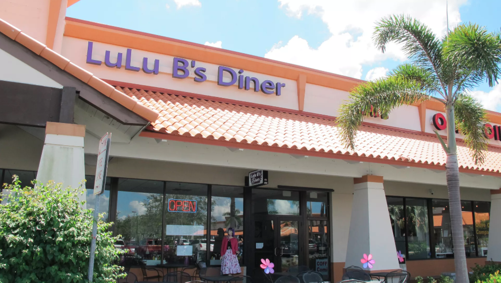 Picture of the front of the restaurant, LuLu B's Diner