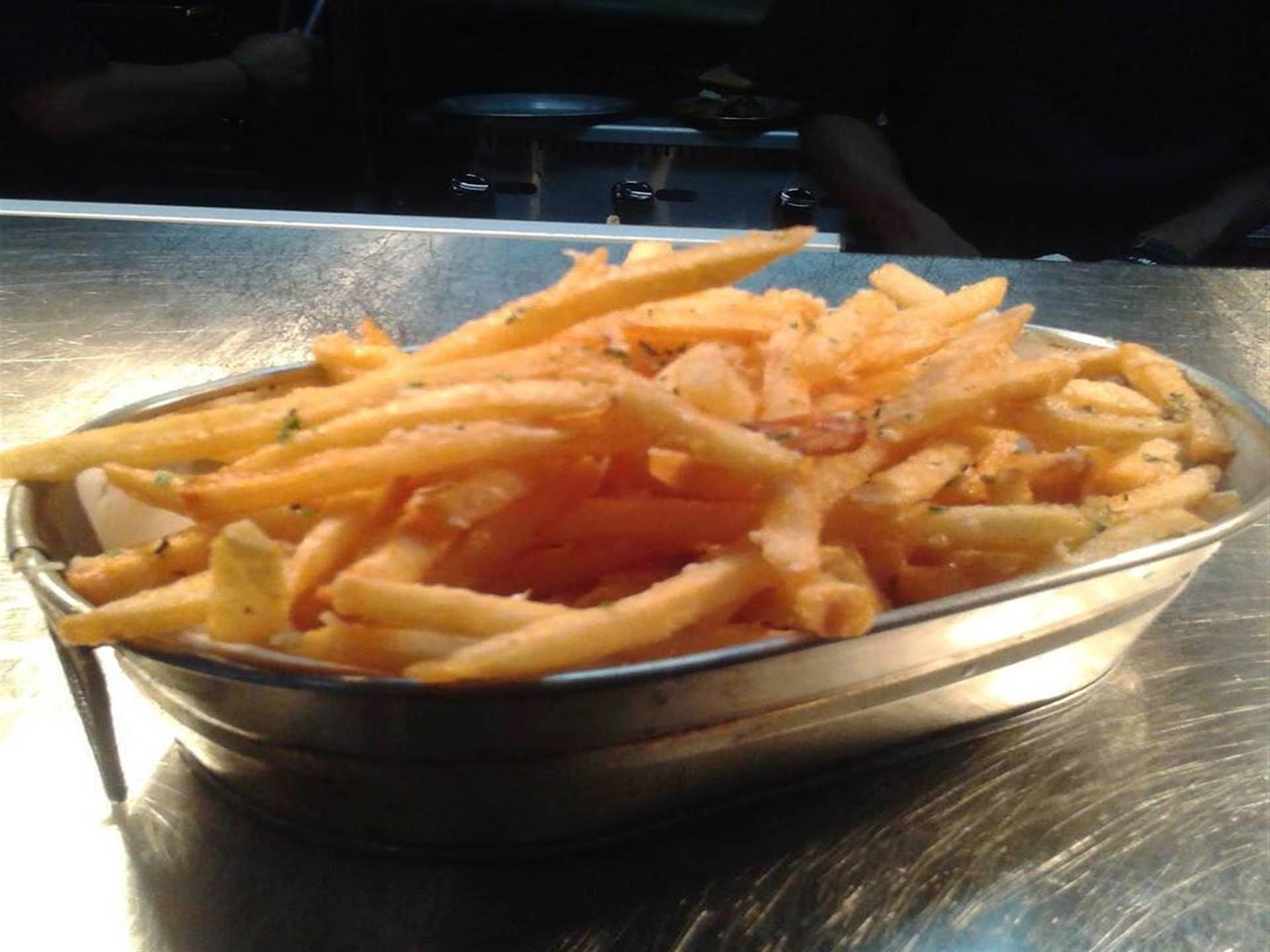 basket opf french fries