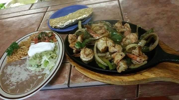 sizzlin fajitas with all the sides