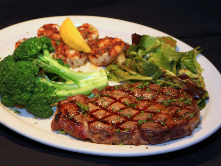 Grilled prime rib with broccoli, mixed greens and scallops with lemon