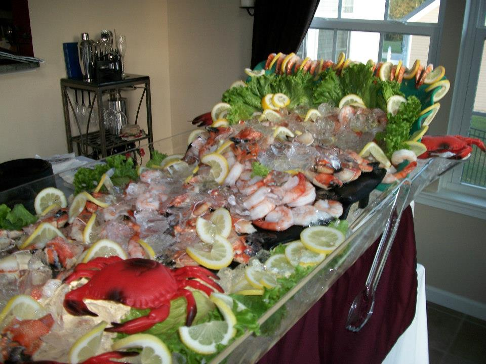a frozen display of cocktail shrimp and lemon wedges