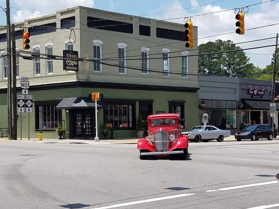 Intersection in front of County Seat Sports Grille with cars on the road