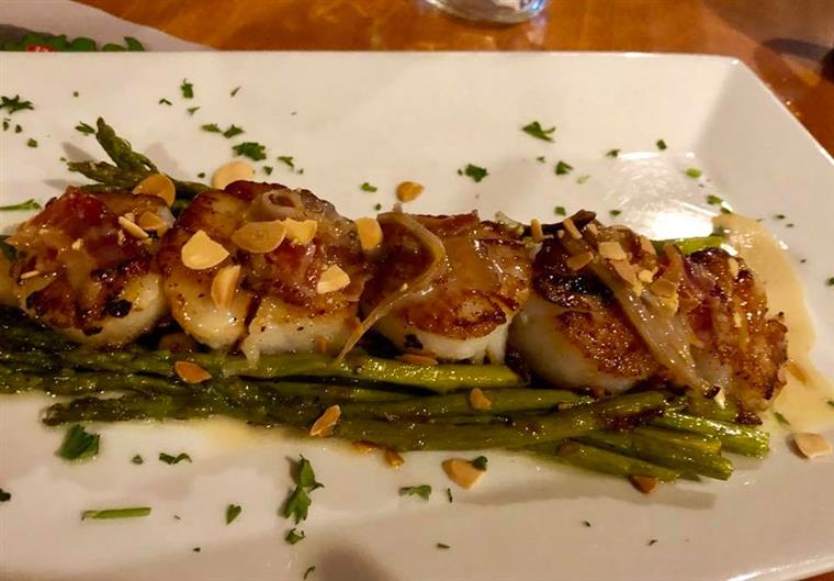 asparagus with pan seared scallops