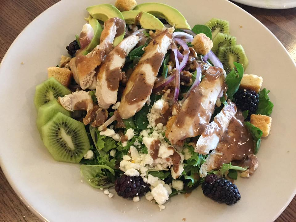 Grilled chicken balsamic salad with kiwi and blackberries