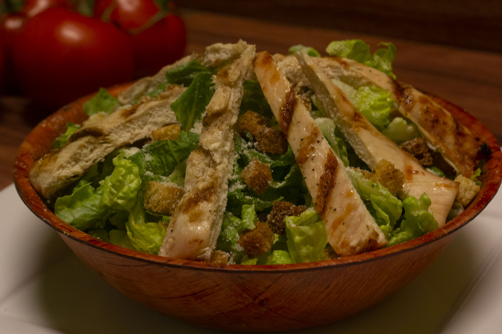 Grilled chicken salad with croutons