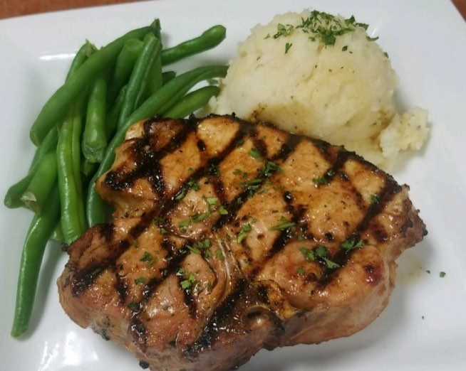 Grilled fish with mashed potatoes and string beans
