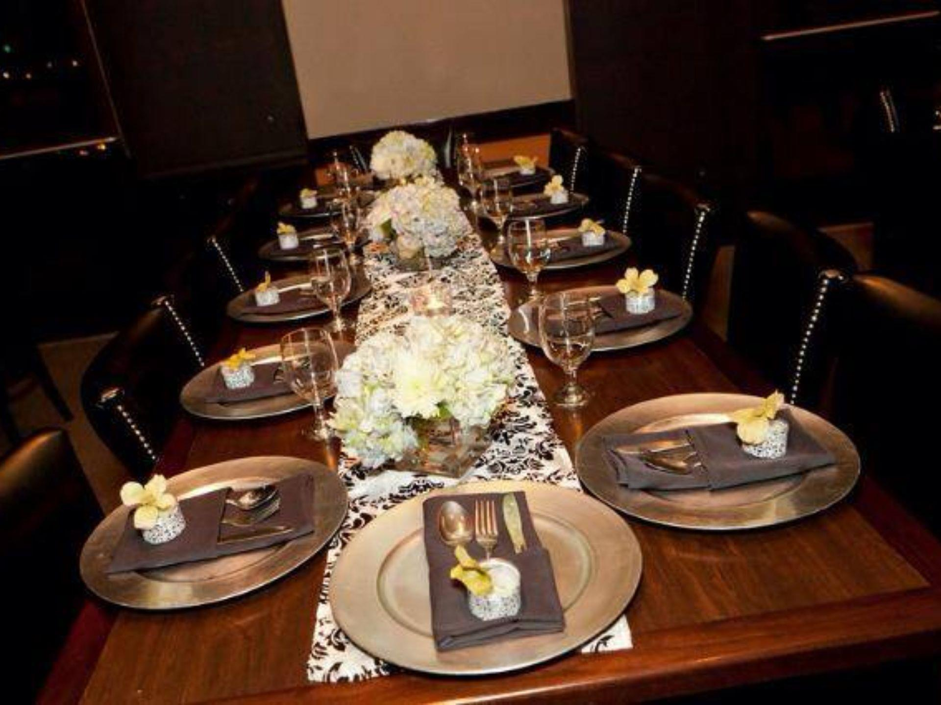 Table setting with plates, glasses and silverware