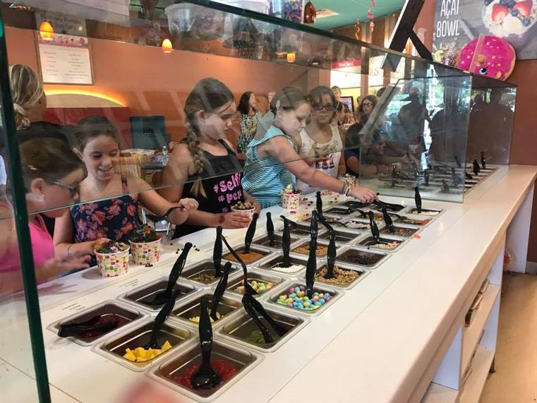 kids selecting the toppings for thier sundaes