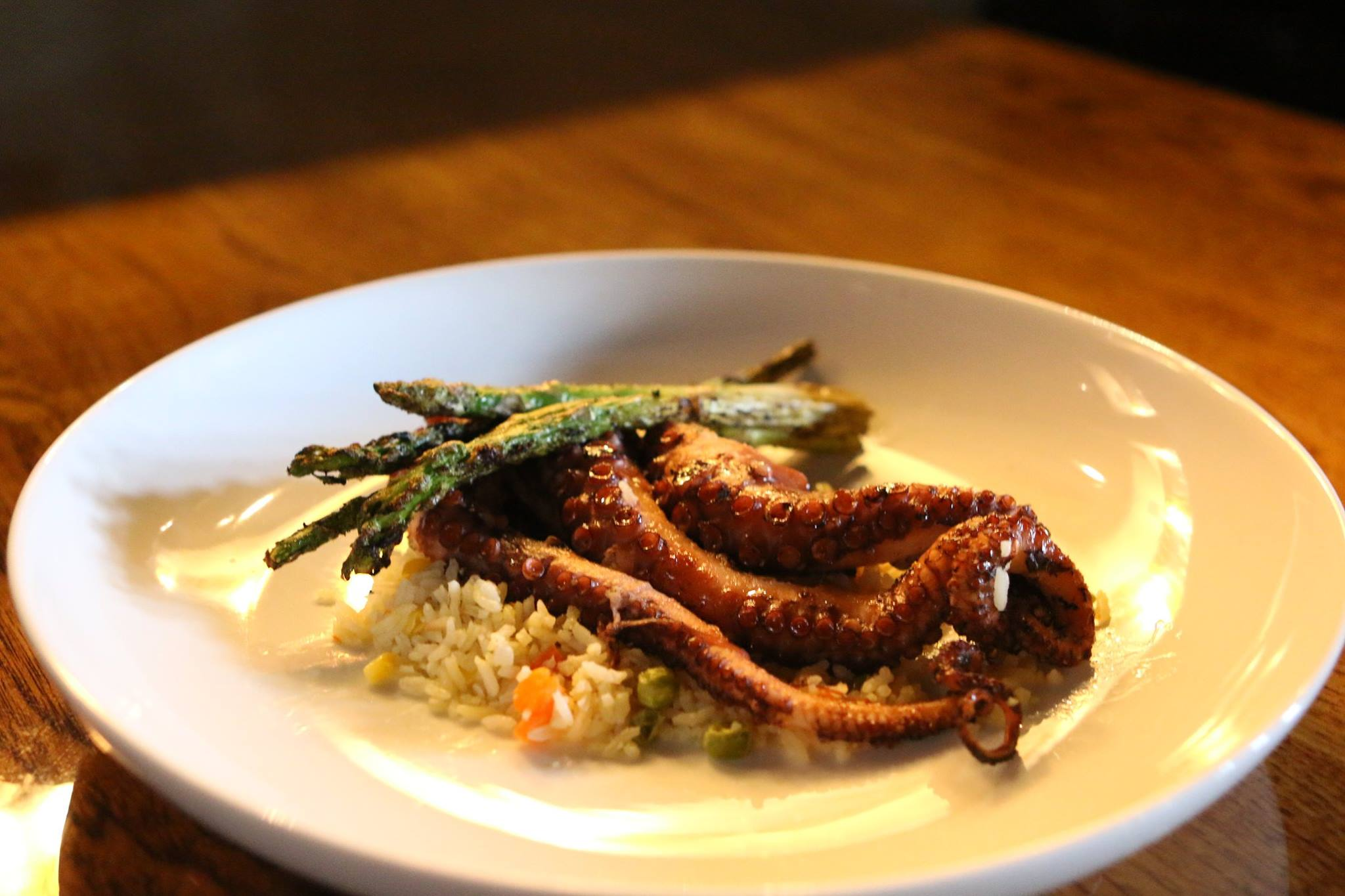 Grilled octopus with asparagus and vegetable rice
